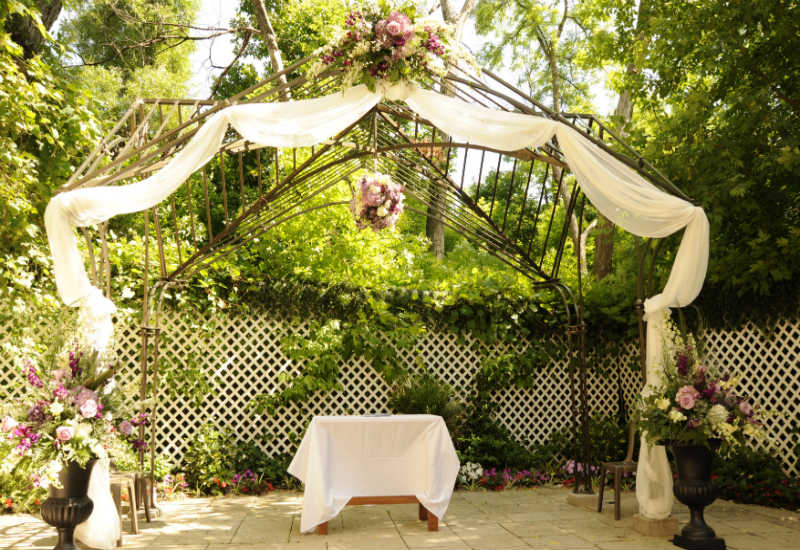Garden wedding flowers beautiful garden wedding venue in for Beautiful gardens to get married in